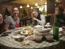 Njuter av kinesisk mat i Peking