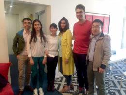 Lärarna Sofia och Alwin med deras elever