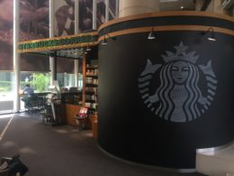 Starbucks nära LTL Peking