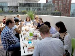 Lunchtid uppe på taket på LTL Peking