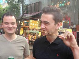 Provsmakar gatumaten i Peking