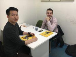 Läraren Alex med elev i Shanghai