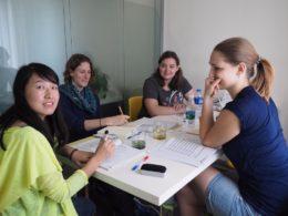 Läraren Sofia med hennes elever