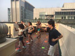 Aktiviteter uppe på takterassen i Peking