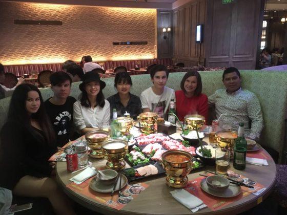 Middag hos värdfamilj i Shanghai
