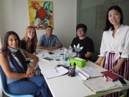 Grupplektion i mandarin med läraren Lucy
