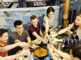 Dags för en skål och lite mat i Shanghai