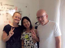 Elever lär sig kinesiska i Peking med läraren Lucy