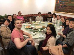Lärare, personal och elever träffas för middag